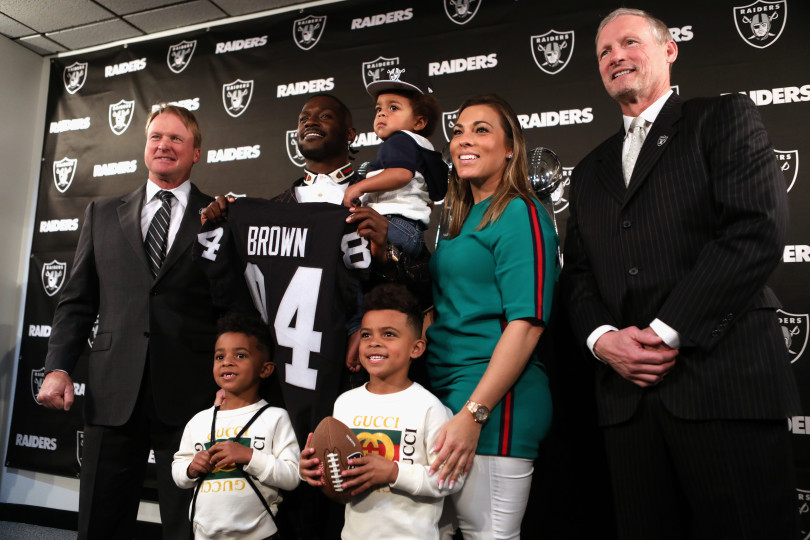 The+Oakland+Raiders+new+wide+receiver+Antonio+Brown+and+his+family+along+with+head+coach+Jon+Gruden%2C+far+left%2C+and+general+manager+Mike+Mayock%2C+far+right%2C+pose+for+photographs+following+a+news+conference+held+at+the+team%27s+headquarters+in+Alameda%2C+Calif.%2C+on+Wednesday%2C+March+13%2C+2019.++%28Anda+Chu%2FBay+Area+News+Group%29