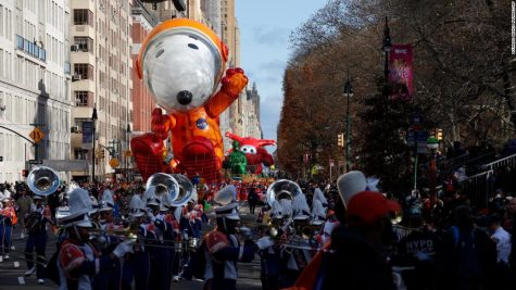 Astronaut Snoopy balloon makes its way down New York